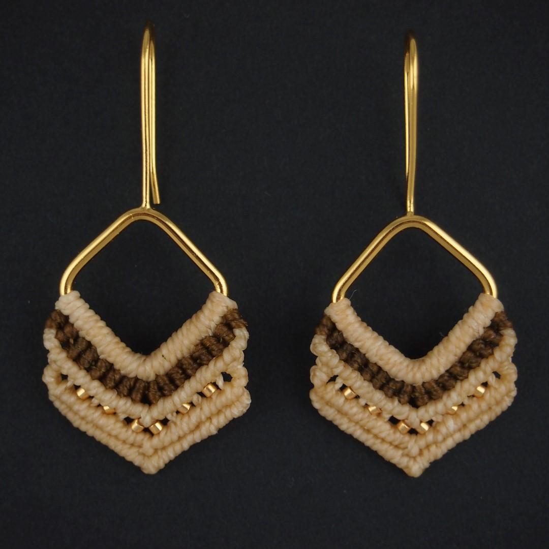 boucles d 39 oreilles en macram albatros faites main beiges plaqu es or chic authentique et. Black Bedroom Furniture Sets. Home Design Ideas