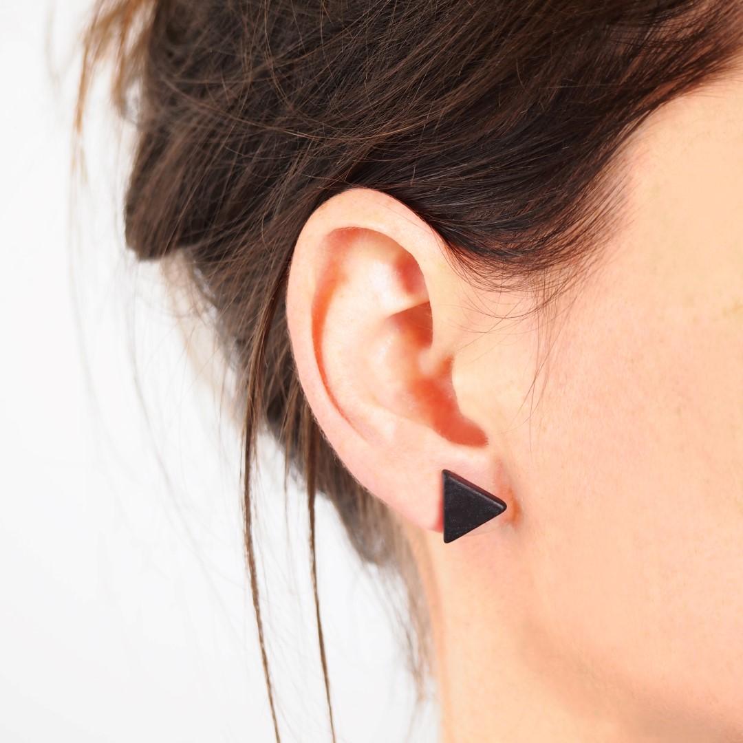 boucle d'oreille triangle noir
