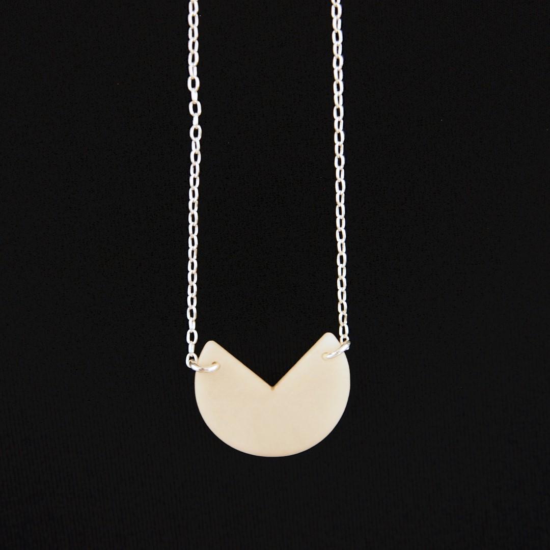 collier en ivoire v g tal et argent 925 rubi pac blanc fait main. Black Bedroom Furniture Sets. Home Design Ideas