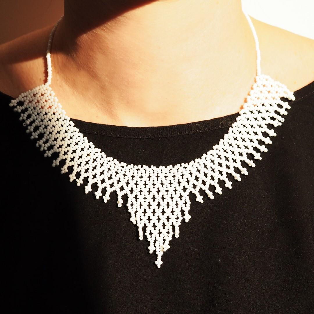 collier perles okamita fait main blanc mate chic authentique et thique. Black Bedroom Furniture Sets. Home Design Ideas