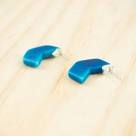 Boucles d′oreilles en ivoire végétal Profil-Hex faites main | Bleues