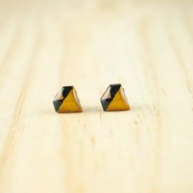 Boucles d′oreilles puces en Calebasse séchée faites main Cari-Dia | Triangles : Jaune - Noir - Beige