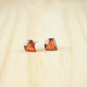 Boucles d′oreilles puces en Calebasse séchée faites main Cari-Dia | Triangles :  Rouge - Beige