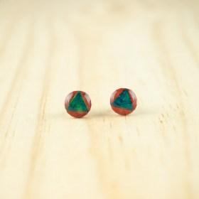 Boucles d′oreilles puces 8mm en Calebasse séchée faites main rondes | Triangle : Rouge - Turquoise