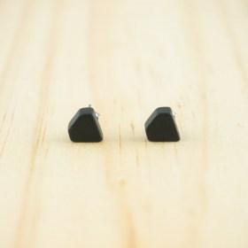 Boucles d′oreilles puces en ivoire végétal Colidia faites main | Noires