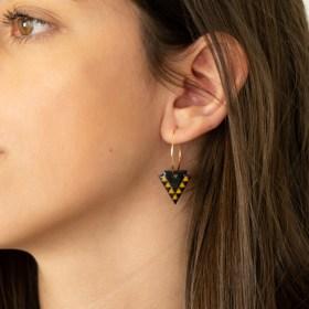 Boucles d'oreilles en Calebasse séchée Cari-Fle-Tri faites main | Noir - Moutarde (Photo : Créole 2cm plaqué Or brillant 24 carats )