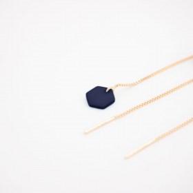 Boucles d'oreilles chaîne traversante Hexagone en ivoire végétal et argent 925 plaqué or 24k | Bleu Foncé