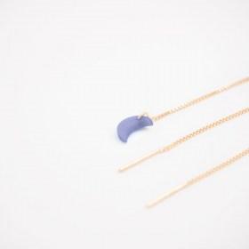 Boucles d'oreilles chaîne traversante Lune en ivoire végétal et argent 925 plaqué or 24k | Bleue Claire