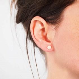 Boucles d′oreilles COLIBRI blanc faits main éthique
