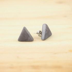 Boucles d'oreilles triangles en ivoire végétal ARPIA grises faites main