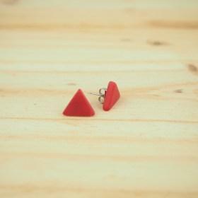 Boucles d′oreilles triangles ARPIA rouges faits main éthique