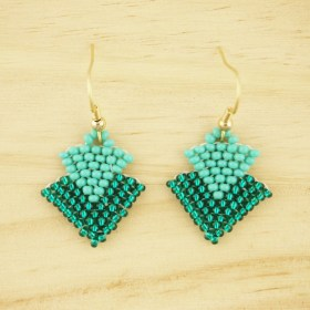 Boucles d'oreilles en perles T turquoise faits main plaqués or