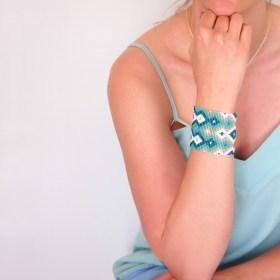 Bracelet manchette perles Braka Infini fait main | Turquoise - Blanc - Doré