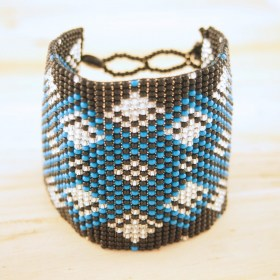 Manchette perles Okama noire bleu diamants faite main