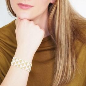 Bracelet perles Okamita doré-blanc fait main éthique