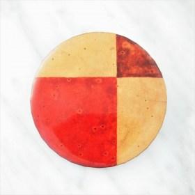 Broche en Calebasse séchée fait main | Rond 4,5cm Rouge - Beige