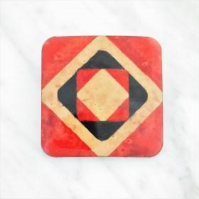 Broche en Calebasse séchée fait main | Carré 4cm Rouge - Noir - Beige