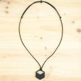 Collier en ivoire végétal Hexa-Vaz fait main | Noir