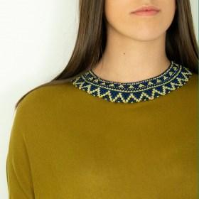 Collier perles ras de cou Okama Tri fait main | Bleu foncé - Doré - Beige