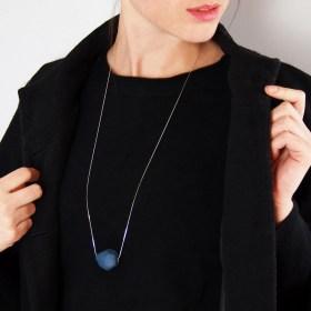 Collier en ivoire végétal et argent 925 fait main bleu Pardela