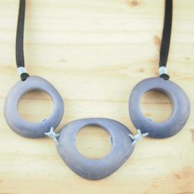 Collier en ivoire végétal Zenaida fait main | Bleu clair