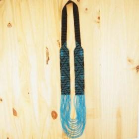 Collier perles Arpia noir-bleu fait main éthique abstract