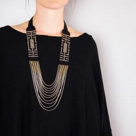 Collier perles Arpia noir-doré fait main éthique