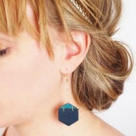 Boucles d′oreilles en ivoire végétal - Rubi Hex bleues-turquoise faites main